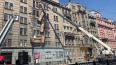 С дома на Кирочной демонтируют оставшиеся балконы ...