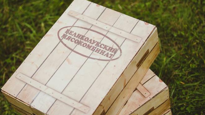 Петербуржцы встревожены вспышкой COVID-19 на Великолукском мясокомбинате: в Петербурге работают 133 магазина