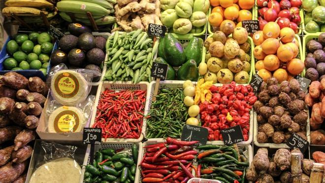 Роспотребнадзор нашел нарушения у 123 продавцов овощей и фруктов