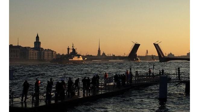 В Петербурге состоялась первая репетиция парада кораблей ко Дню ВМФ