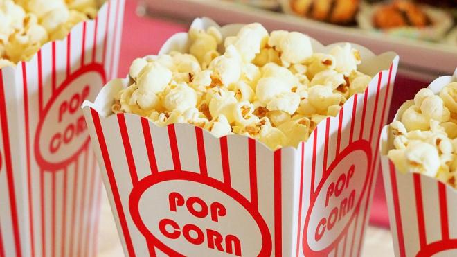 В России хотят запретить есть попкорн в кинотеатрах