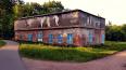 Стены заброшенного здания в Павловске украсили картинами ...