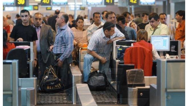 Грузчики AlItalia оставили без багажа тысячи туристов в Риме