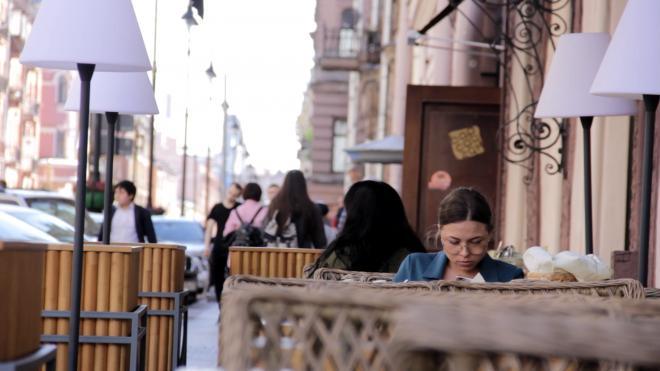 Более 100 петербургских ресторанов получили разрешение на открытие летних веранд