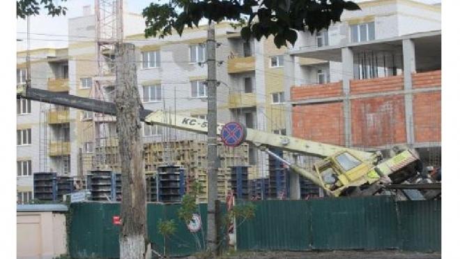 """""""Кранопад"""" продолжается: в Таганроге башенный кран рухнул на перепуганных строителей"""