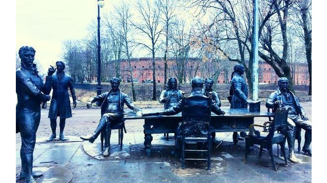 Смольный из четырех организаций выберет одну для благоустройства Александровского парка
