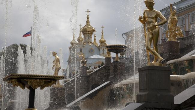 Парки Петергофа открылись для посетителей после шторма