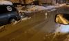 На проспекте Елизарова прорвало трубу: вода бьет из-под асфальта