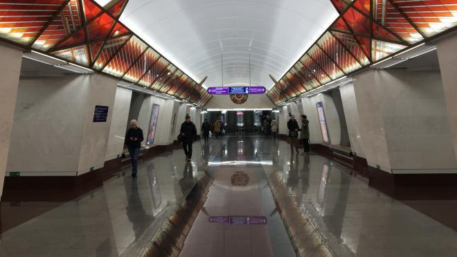 Три станции петербургского метро закрыли из-за найденного трупа мужчины