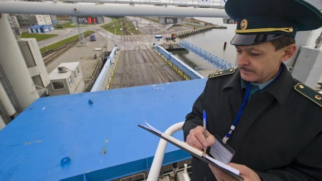 Петербургские полицейские обнаружили 25 килограммов кокаина на борту катера из Бельгии