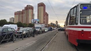 Volkswagen заблокировал движение трамваев на Бухарестской улице