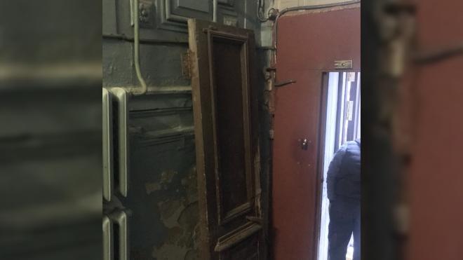 Петербуржцы борются за исторические двери в центре города