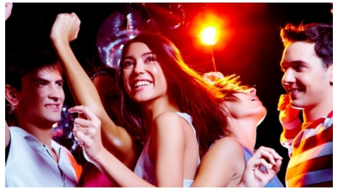 Retro Party - ночная музыкальная прогулка по Неве