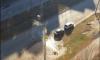 На улице Маршала Захарова прорвало трубу: вода заливает машины