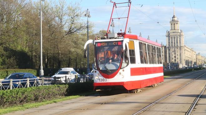 На участке проспекта Энгельса установят приподнятые трамвайные остановки