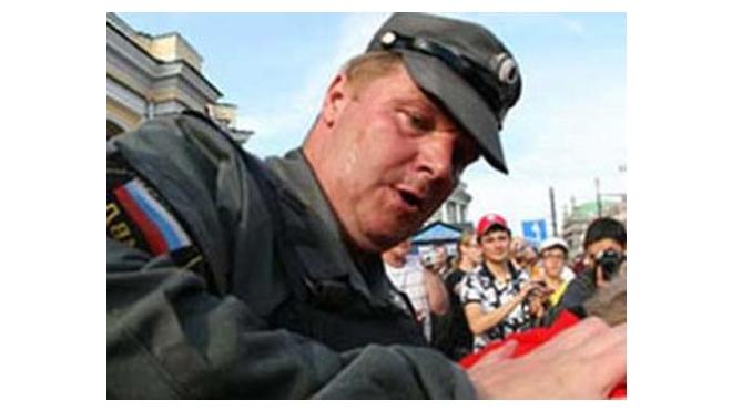 """""""Жемчужный прапорщик"""" подозревает оппонента в связи с """"несогласными"""""""
