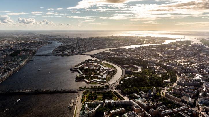К 2024 году в Петербурге откроют более 300 социальных объектов