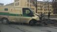 На Стачек автомобиль Smart протаранил машину инкассаторо...