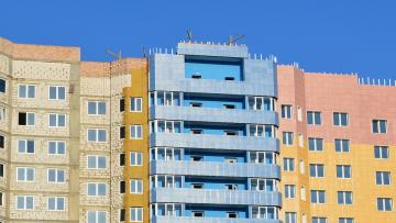 В Ленобласти детям-сиротам выдадут квартиры в полном объеме