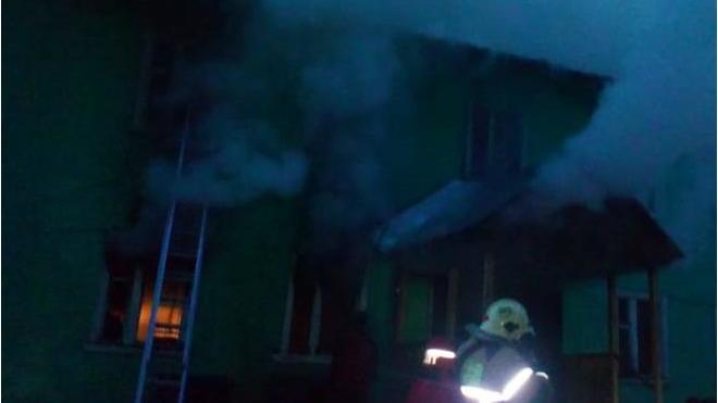 Пострадавшим при пожаре в поселке Березовик Ленобласти пообещали финансовую помощь