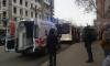 На Васильевском острове около остановки мужчину придавил автобус