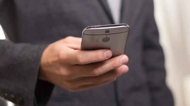 Неизвестный взломал телефон петербурженки и с ее номера сообщил о готовящемся взрыве