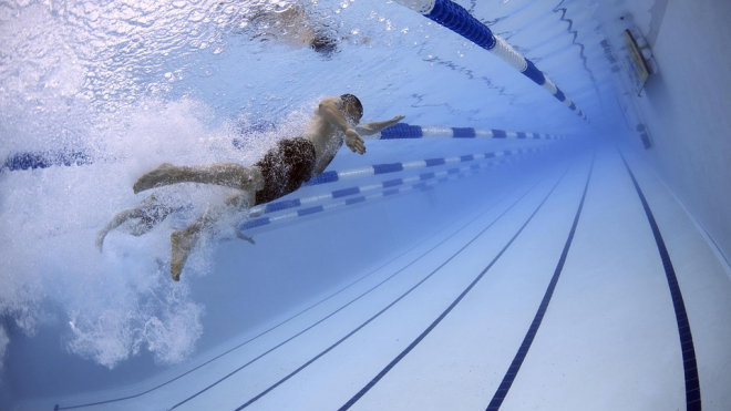 В Петербурге мужчина посещал бассейн ради близости со школьниками