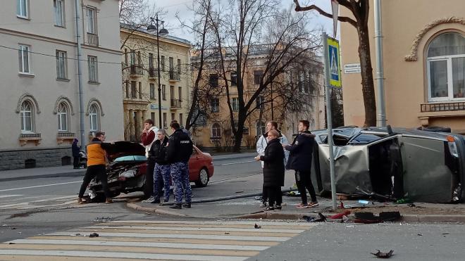 В Пушкине в результате ДТП перевернулся автомобиль