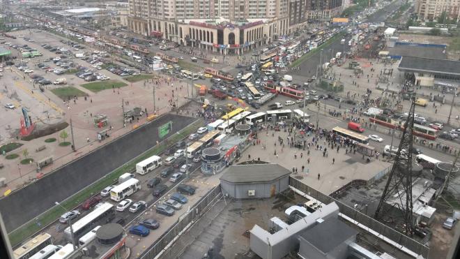 """У метро """"Пионерская"""" – транспортный коллапс"""