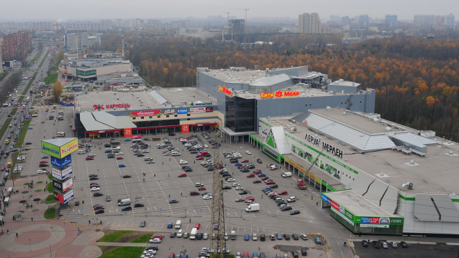 """Из ТРК """"Сити Молл"""" в Петербурге эвакуировали посетителей"""