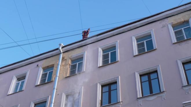 Более 8000 домов в Петербурге очистили от сосулек и снега за февраль