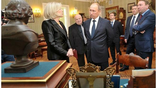 Актеры поблагодарили Путина за ремонт Дома ветеранов сцены
