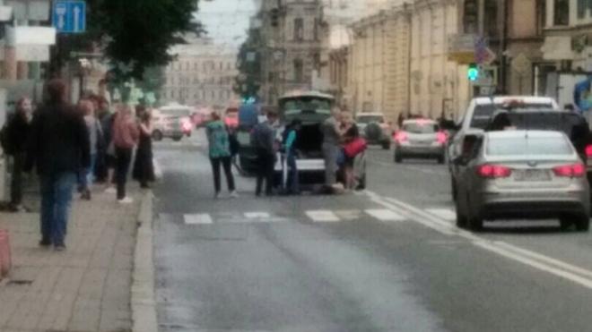В Петербурге на переходе иномарка сбила девушку