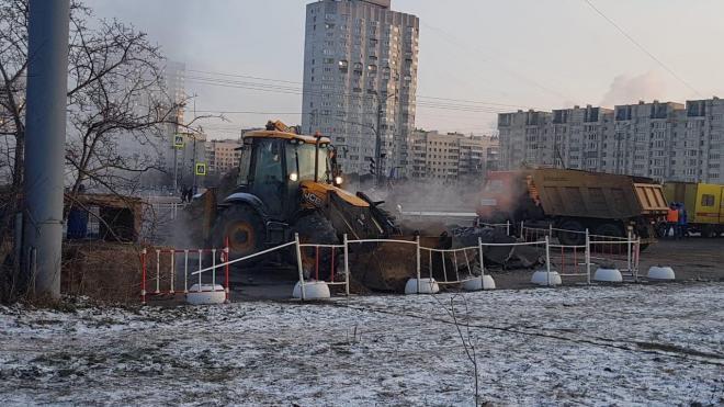 На Васильевском острове продолжается ликвидация аварии на теплосетях