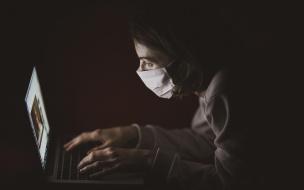 Врачи Соснового Бора наблюдают за состоянием пациентов через камеры