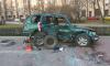На площади Стругацких автомобиль с беременной автоледи снес ограждение и перевернулся
