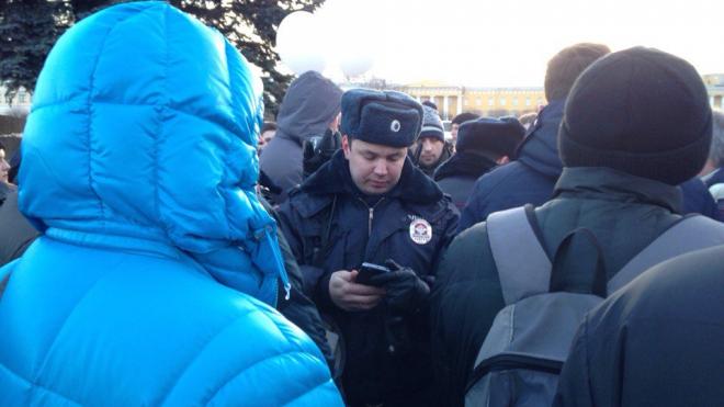 Полиция не пускает петербуржцев на Марсово поле для проведения траурного митинга