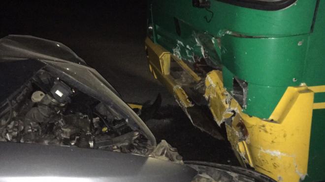 Во Всеволожском районе легковушка столкнулась с автобусом, есть пострадавшие