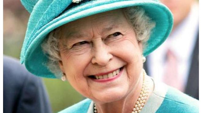 Елизавета II попала на селфи двух австралийских хоккеисток