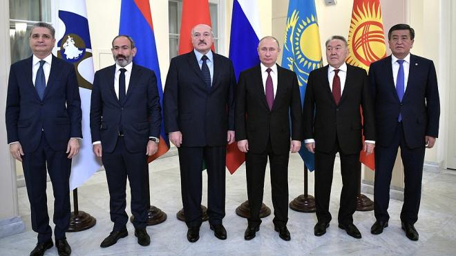 Путин открыл в Петербурге заседание ЕАЭС