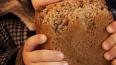 Омичке, убившей 2-летнюю дочь из-за крошек хлеба, ...