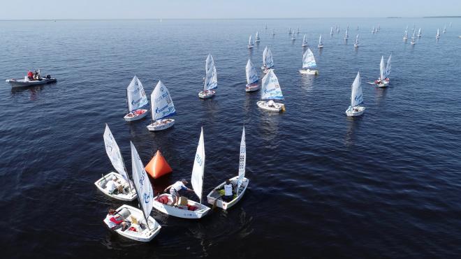 В петербургском яхт-клубе прошел первый этап детской серии регат