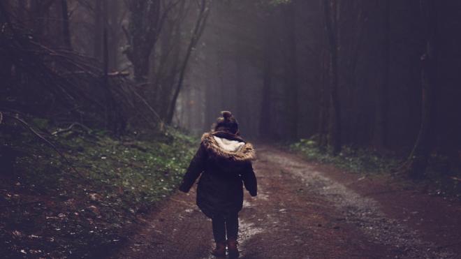 В Калининском районе обнаружили раздетую четырехлетнюю девочку