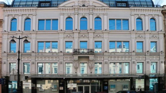 Банк ВТБ распродает недвижимость в Петербурге