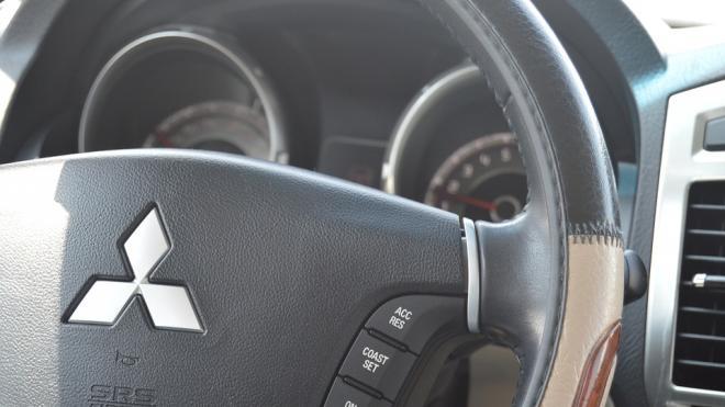 Главврач поликлиники №97 лишился Mitsubishi Outlander за 1,9 млн рублей