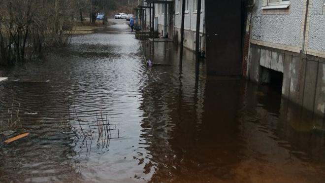 В Выборге затопило жилой дом