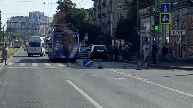 В Выборгском районе троллейбус сбил пешехода