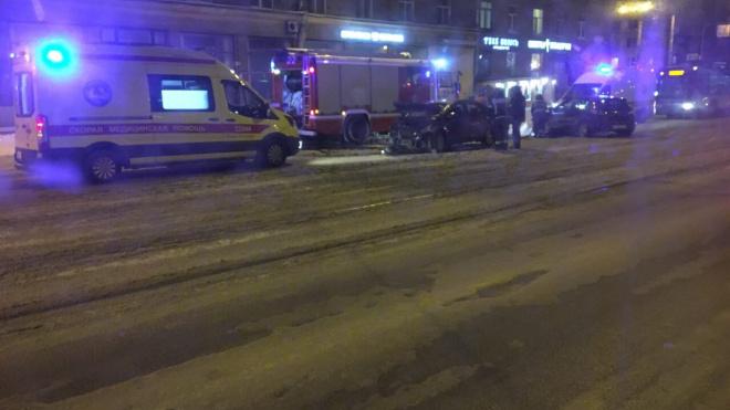 Очевидцы: на Торжковской две иномарки разбились всмятку