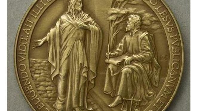 Монетный двор Ватикана ошибся в имени Иисуса