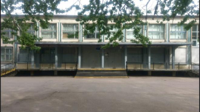 Депутат ЗакСа просит не сносить школу на улице Ольги Форш